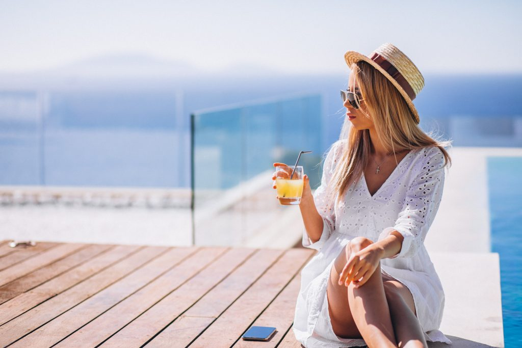 nő polifenol vitamin juicet iszik